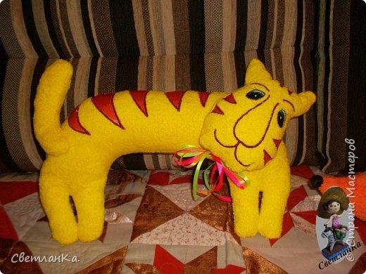 В интернете видела интерьерные игрушки, которые были взяты за основу подушек - игрушек. Эти были сделаны в подарок на свадьбу. фото 5