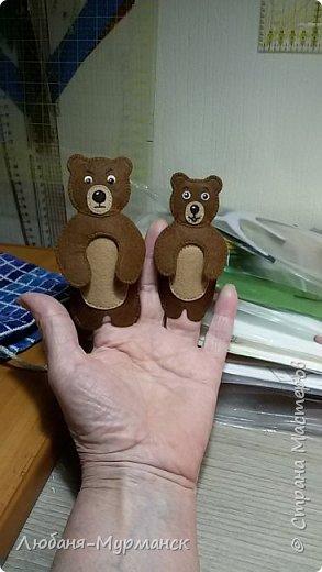 Зимой у меня появилась долгожданная внученька и вот я заинтересовалась изготовлением развивающих игрушек/книжек из фетра. фото 9