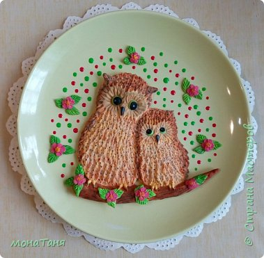 Добрый вечер.  У меня новая тарелка с милым сюжетом. Лепила по иллюстрации Kayomi Harai.