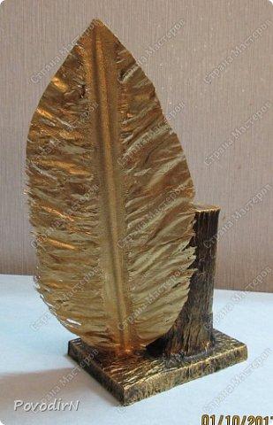 """Подставка для карандашей и ручек с """"золотым"""" пером. Идея моя. Исполнение дочери. фото 4"""