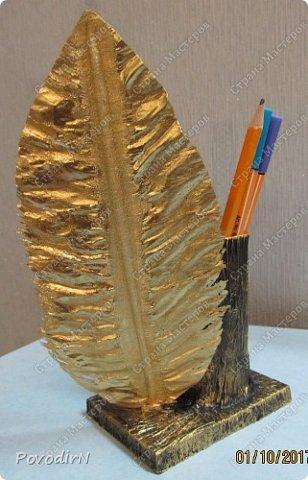 """Подставка для карандашей и ручек с """"золотым"""" пером. Идея моя. Исполнение дочери. фото 6"""