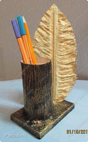 """Подставка для карандашей и ручек с """"золотым"""" пером. Идея моя. Исполнение дочери. фото 8"""