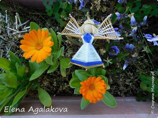 Добрый день ! Я снова плету маленьких ангелочков, они сплетены из ниток на бамбуковых зубочистках. Размером с ладошку. Всех цветов радуги...  фото 5