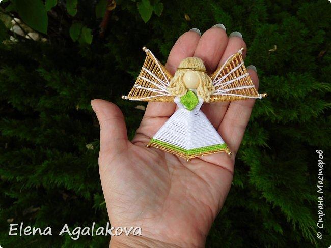 Добрый день ! Я снова плету маленьких ангелочков, они сплетены из ниток на бамбуковых зубочистках. Размером с ладошку. Всех цветов радуги...  фото 1