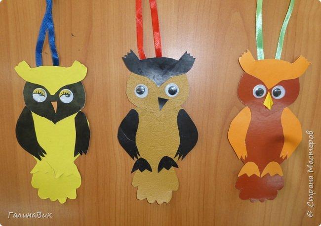 В прошлом году пяти-и шестиклассники вручали таких сов утром 5 октября каждому педагогу. Для учителей это было приятной неожиданностью. А в этом году решили поздравления выполнить в виде трилистников. фото 28