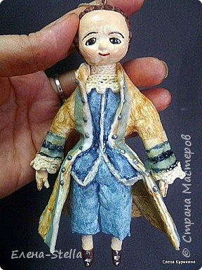 """Здравствуйте мои дорогие мастера и мастерицы СМ.  В последнее время я увлеклась историей куклы и у меня появилось новое направление.  В детстве любила рисовать дам в пышных платьях.  Представляю вашему вниманию две работы, они из разных эпох, но очень подружились. Девочка - В стиле """"Королева Анна"""" - 14 см Мальчик из Петровской эпохи - 14 см фото 3"""