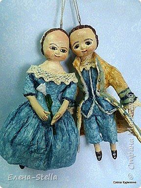 """Здравствуйте мои дорогие мастера и мастерицы СМ.  В последнее время я увлеклась историей куклы и у меня появилось новое направление.  В детстве любила рисовать дам в пышных платьях.  Представляю вашему вниманию две работы, они из разных эпох, но очень подружились. Девочка - В стиле """"Королева Анна"""" - 14 см Мальчик из Петровской эпохи - 14 см фото 4"""