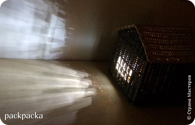 Здравствуйте, жители Страны Мастеров! предлагаю вашему вниманию несколько плетенок, получившихся за время летнего отдыха.  Итак, кофейный столик. Высота - 74 см, диаметр - 48 см. Красила самодельной морилкой из дубовой коры, разбавленной водой 1:1.Получился меланж. фото 11