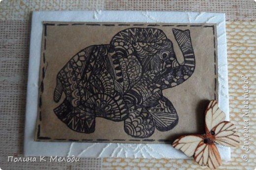 """Всем привет жителям Страны Мастеров!Сегодня я к вам с новыми карточками  АТС """"Дудлинг.Африканские слоны"""".Большой интерес к карточкам меня привлёк Дудлинг,впервые я заметила на АТС у Ирины.И тоже очень захотелось попробовать,а совсем не давно Оля выложила свою серию использовав ту же техник.Все рисуночки нарисовала за вечер.Был у меня шаблон слоника,а потом начала наносить узоры.Все узоры думала сама,сначала на листочках,а потом наносила на карточки.Основа пергаметная бумага,а саму карточку обклеила тканью с фактурными цветочками.Очень надеюсь,что вам понравятся мои карточки,первым к выбору приглашаю кредиторов!,Олю и Светик-Светлану! фото 2"""