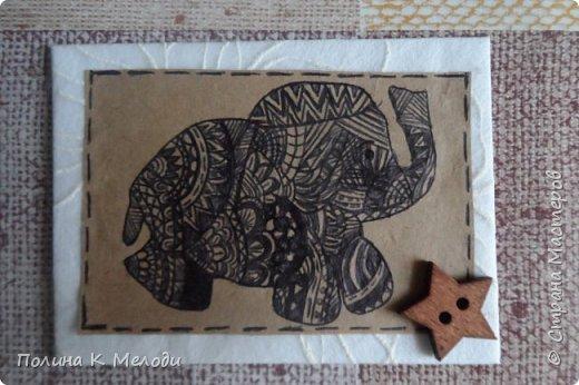"""Всем привет жителям Страны Мастеров!Сегодня я к вам с новыми карточками  АТС """"Дудлинг.Африканские слоны"""".Большой интерес к карточкам меня привлёк Дудлинг,впервые я заметила на АТС у Ирины.И тоже очень захотелось попробовать,а совсем не давно Оля выложила свою серию использовав ту же техник.Все рисуночки нарисовала за вечер.Был у меня шаблон слоника,а потом начала наносить узоры.Все узоры думала сама,сначала на листочках,а потом наносила на карточки.Основа пергаметная бумага,а саму карточку обклеила тканью с фактурными цветочками.Очень надеюсь,что вам понравятся мои карточки,первым к выбору приглашаю кредиторов!,Олю и Светик-Светлану! фото 3"""