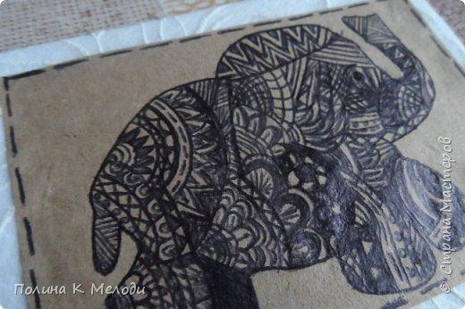 """Всем привет жителям Страны Мастеров!Сегодня я к вам с новыми карточками  АТС """"Дудлинг.Африканские слоны"""".Большой интерес к карточкам меня привлёк Дудлинг,впервые я заметила на АТС у Ирины.И тоже очень захотелось попробовать,а совсем не давно Оля выложила свою серию использовав ту же техник.Все рисуночки нарисовала за вечер.Был у меня шаблон слоника,а потом начала наносить узоры.Все узоры думала сама,сначала на листочках,а потом наносила на карточки.Основа пергаметная бумага,а саму карточку обклеила тканью с фактурными цветочками.Очень надеюсь,что вам понравятся мои карточки,первым к выбору приглашаю кредиторов!,Олю и Светик-Светлану! фото 8"""