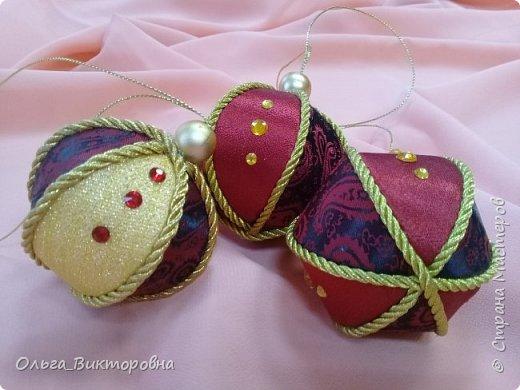 Добрый вечер дорогие мастера и мастерицы. В свободные минутки, под настроение, начала готовить новогодние игрушки. Первыми появились любимые шары всех размеров. Они перед вами. фото 5