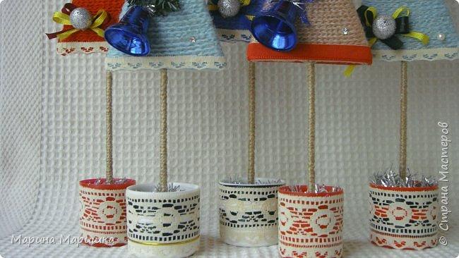 Без суеты и спешки решила начать подготовку к новогодним праздникам. Эти ёлочки давно запали мне в душу и вот я решилась на их изготовление. Подошла к этому процессу с настроением и энтузиазмом! А вдохновение черпала здесь http://stranamasterov.ru/node/991572?c=favorite и здесь http://stranamasterov.ru/node/968066 Ну и конечно же шапочки, а как же без них http://stranamasterov.ru/node/653814?c=favorite В мастер-классах всё подробно написано и показано. фото 5