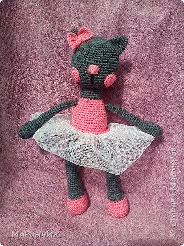 Кошечка - балерина, связана по схеме: https://amigurum.ru/2016/06/koshka-balerina.html. фото 5