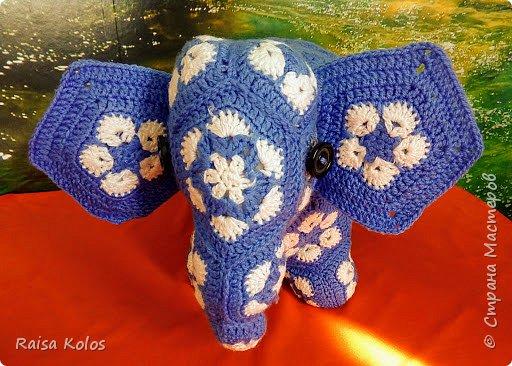 """Слоненок  и  мяч   из  пряжи """"Детская  новинка""""   Мои  первые  работы из мотивов """"Африканский  цветок""""   Подарки  внучке Ульянке- мяч, внучатому  племяннику Жорику - Слон ко дню рождения  1год. Игрушки  получились  очень  мягкими, приятными,  достаточно большими .(слон 23/42, мяч высотой 26см.)   фото 2"""