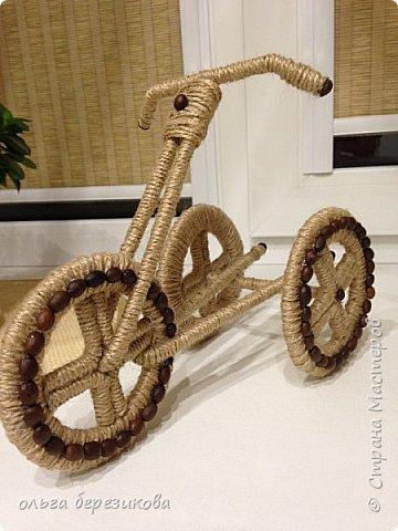 """Так долго хотели сотворить чудо-велик, чудо-велосипед!!! наконец-то, сделали!! Спасибо передаю сюда http://stranamasterov.ru/node/505344?c=favorite, здесь подробный МК. Только цветы решили сделать из апельсиновых корок! Запашистый велик получился!!! Слияние запаха кофе и апельсина пьянит, можно сказать))) Так он и """"уехал"""" - наш велосипед- на конкурс!!! И приехал с почетным первым местом))) фото 2"""