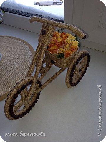 """Так долго хотели сотворить чудо-велик, чудо-велосипед!!! наконец-то, сделали!! Спасибо передаю сюда http://stranamasterov.ru/node/505344?c=favorite, здесь подробный МК. Только цветы решили сделать из апельсиновых корок! Запашистый велик получился!!! Слияние запаха кофе и апельсина пьянит, можно сказать))) Так он и """"уехал"""" - наш велосипед- на конкурс!!! И приехал с почетным первым местом))) фото 1"""