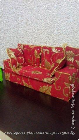 Привет страна, вот такой диванчик для своей куколки я смастерила. Постепенно начинаю обживать будущий дом, хотя сам дом ещё в далёком проэкте. Куколка ростом 38 см. Поэтому жилище надо не маленькое.... фото 3