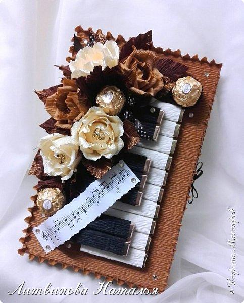 """Размер 28см*18см. В составе 25конфет. """"Ferrero Rocher"""" - 3шт, трюфель оригинальный """"АВК"""" -5шт, порционный шоколад темный 7шт, порционный шоколад молочный 10шт. фото 3"""