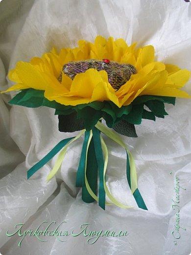 """Презент ко дню учителя """"сладкий подсолнух"""". Люблю подсолнухи, вот решила сделать цветок и подумала, что МК может кому пригодится, в СМ такого не встретила. фото 43"""