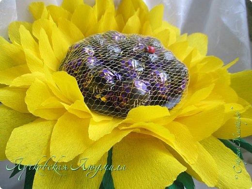 """Презент ко дню учителя """"сладкий подсолнух"""". Люблю подсолнухи, вот решила сделать цветок и подумала, что МК может кому пригодится, в СМ такого не встретила. фото 45"""