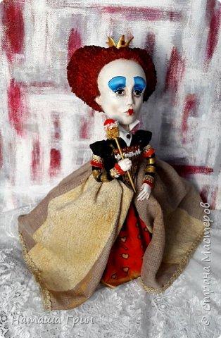 Здравствуйте, мои Дорогие! Я опять заглянула к вам в гости:))) И конечно, покажу вам куколок которые я сделала за последнее время. Это вторая моя королева из папье-маше. фото 4