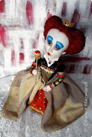 Здравствуйте, мои Дорогие! Я опять заглянула к вам в гости:))) И конечно, покажу вам куколок которые я сделала за последнее время. Это вторая моя королева из папье-маше. фото 5