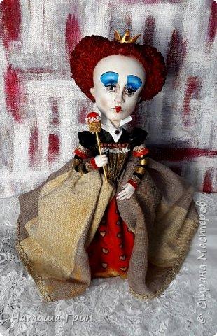 Здравствуйте, мои Дорогие! Я опять заглянула к вам в гости:))) И конечно, покажу вам куколок которые я сделала за последнее время. Это вторая моя королева из папье-маше. фото 3
