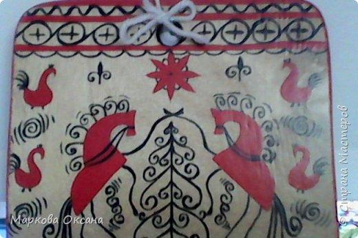 Добрый день! Кухонная разделочная доска расписана в стили Мезенской росписи , первый раз расписывала , каждый элемент что-то обозначает , так интересно ... фото 2