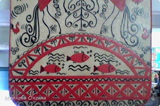 Добрый день! Кухонная разделочная доска расписана в стили Мезенской росписи , первый раз расписывала , каждый элемент что-то обозначает , так интересно ... фото 3
