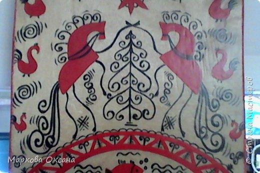 Добрый день! Кухонная разделочная доска расписана в стили Мезенской росписи , первый раз расписывала , каждый элемент что-то обозначает , так интересно ... фото 4