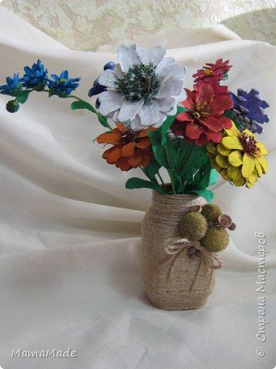 Доброго времени суток всем жителям Страны Мастеров! Представляю нашу осеннюю поделку в д/сад из природного материала - цветы из шишек и ваза для них. Без ложной скромности скажу, по-моему, получилось неплохо! А вот фотографии получаться не очень хотят, вот, что имеем, так сказать. фото 1