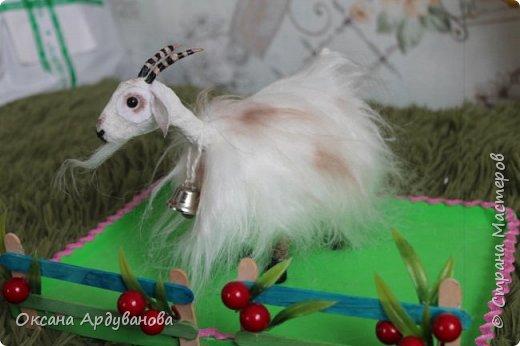 Молочные КОЗОЧКИ,созданы по мастер классу  ЕЛЕНЫ ЗЛОКАЗОВОЙ,можно здесь посмотреть http://www.liveinternet.ru/users/libava/post339370895/  .  Я вместо льна,использовала бинтик,на копыта сварила фарфор из соды и кукурузного крахмала,тонировала просто тенями.  .Козочки получились супер,такие все любопытные. фото 2