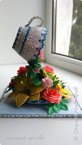 Здравствуйте дорогие мастерицы и мастера. Сегодня хочу представить на Ваш суд свою новую работу. Давно вынашивала идею создания цветка лилии и вот наконец-то сбылось. Родилась вот такая композиция. Вариантов составлено было много, этот финальный.  В работе использовано много разных материалов это и бумага и бумажные полосы различной ширины(1,5мм и 3мм)  фото 8