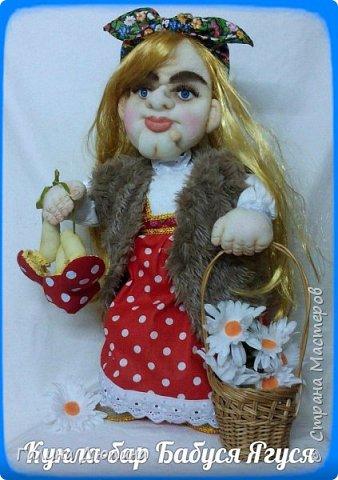 Люблю фантазировать и делать смешные фотографии с моими куклами.Моим куклам бывает весело и они тоже любят фотографироваться-позировать мне.Здесь представлены мои работы кукла-бар Бабушка Яга и каркасная кукла рыбак Федор.Размер куколок 60 см. фото 7