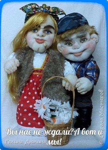 Люблю фантазировать и делать смешные фотографии с моими куклами.Моим куклам бывает весело и они тоже любят фотографироваться-позировать мне.Здесь представлены мои работы кукла-бар Бабушка Яга и каркасная кукла рыбак Федор.Размер куколок 60 см. фото 2