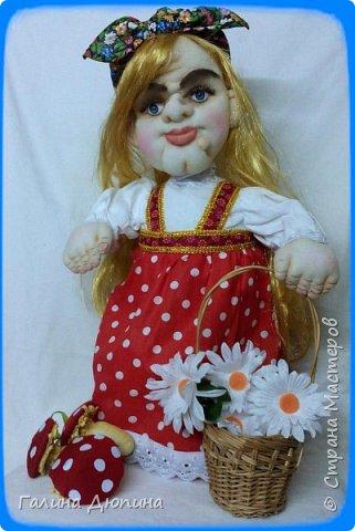 Люблю фантазировать и делать смешные фотографии с моими куклами.Моим куклам бывает весело и они тоже любят фотографироваться-позировать мне.Здесь представлены мои работы кукла-бар Бабушка Яга и каркасная кукла рыбак Федор.Размер куколок 60 см. фото 3