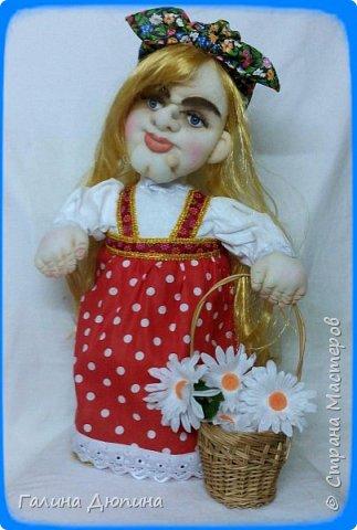 Люблю фантазировать и делать смешные фотографии с моими куклами.Моим куклам бывает весело и они тоже любят фотографироваться-позировать мне.Здесь представлены мои работы кукла-бар Бабушка Яга и каркасная кукла рыбак Федор.Размер куколок 60 см. фото 4