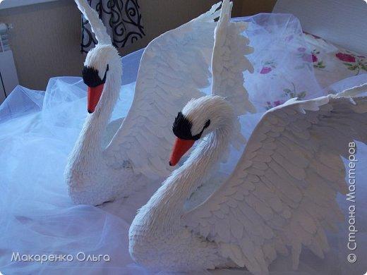 Пара прекрасных лебедей из фоамирана в натуральную величину фото 2
