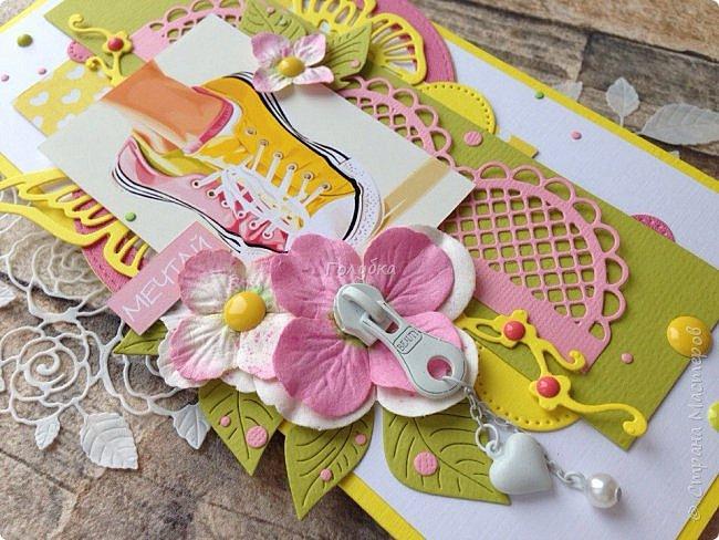 Открытка для юной барышни!  Очень хотелось для нее сделать максимально задорную открытку:)  Разноцветные кеды и носки , замочек, яркие цвета, надпись , все указывает на юность:) фото 2
