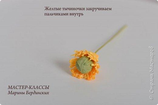 Здравствуйте, дорогие мастерицы. Сегодня хочу рассказать и показать вам как сделать цветок бессмертник из гофрированной бумаги с конфеткой. фото 9