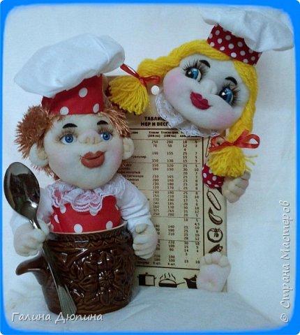 Не так давно начала шить кукол на кухонную тему.Очень нравится!Куколки служат для украшения нашей кухни,они будут нас радовать своим добрым,ласковым взглядом и дарить нам хорошее настроение.Данные поварята мальчик и девочка проживают в Улан-Удэ фото 9