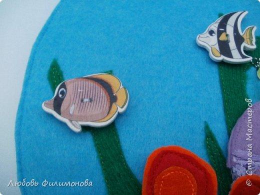 """Сшила для малышей из фетра игру """"Аквариум"""". Размеры самого аквариума 30/21. Первая сторона в собранном виде.  фото 2"""
