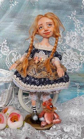 Здравствуйте, мои Дорогие! Не помню показывала ли вам куколку Миранду. Сделала я ее из Ливинг долла. Добрая девочка получилась:) Ручки и тело подвижно из-за проволочного каркаса. фото 3