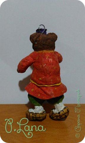 Добрый день!Сегодня у меня родилась новая игрушка из ваты.Маша и медведь. Высота игрушки 9см. Большое спасибо Эл и Оли Симаковой за вдохновение,без них её бы не было. http://stranamasterov.ru/node/1064501    МК по Маше и медведю Эл. http://stranamasterov.ru/node/1068589   тут Оли мишка. фото 15
