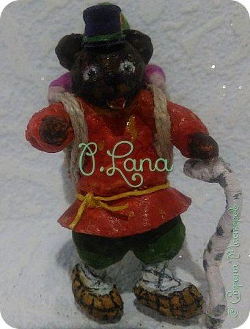 Добрый день!Сегодня у меня родилась новая игрушка из ваты.Маша и медведь. Высота игрушки 9см. Большое спасибо Эл и Оли Симаковой за вдохновение,без них её бы не было. http://stranamasterov.ru/node/1064501    МК по Маше и медведю Эл. http://stranamasterov.ru/node/1068589   тут Оли мишка. фото 3