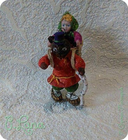 Добрый день!Сегодня у меня родилась новая игрушка из ваты.Маша и медведь. Высота игрушки 9см. Большое спасибо Эл и Оли Симаковой за вдохновение,без них её бы не было. http://stranamasterov.ru/node/1064501    МК по Маше и медведю Эл. http://stranamasterov.ru/node/1068589   тут Оли мишка. фото 9