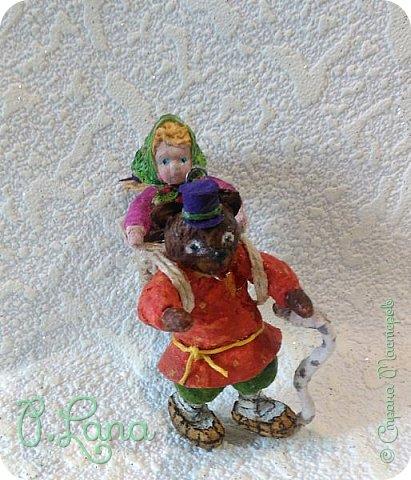 Добрый день!Сегодня у меня родилась новая игрушка из ваты.Маша и медведь. Высота игрушки 9см. Большое спасибо Эл и Оли Симаковой за вдохновение,без них её бы не было. http://stranamasterov.ru/node/1064501    МК по Маше и медведю Эл. http://stranamasterov.ru/node/1068589   тут Оли мишка. фото 1