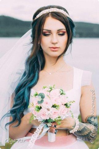 Приветствую вас дорогие мастера и рукодельницы!  Сегодня у меня небольшой  свадебный комплект, и очень захотелось показать саму невесту. Красивая, креативная, я балдею от  Ее образа и энергетики)))   фото 2