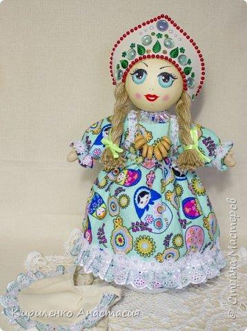 Добрый день! Кукла грелка на самовар. Высота куколки 45 см, юбочка съемная, чтобы можно было постирать , шириной 73 см. Утеплена синтепоном. Фартучек тоже съемный. на завязочках. фото 3